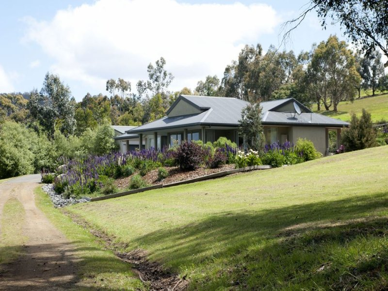 Couples Rural Bliss – 10 Minutes from Hobart CBD